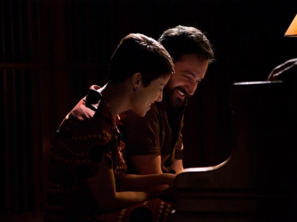 Andreia Horta e Caco Ciocler em cena do filme (Foto - Divulgação)