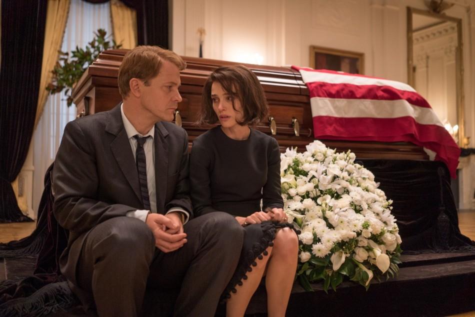 Jackie - 2016 - Peter Sarsgaard e Natalie Portman.