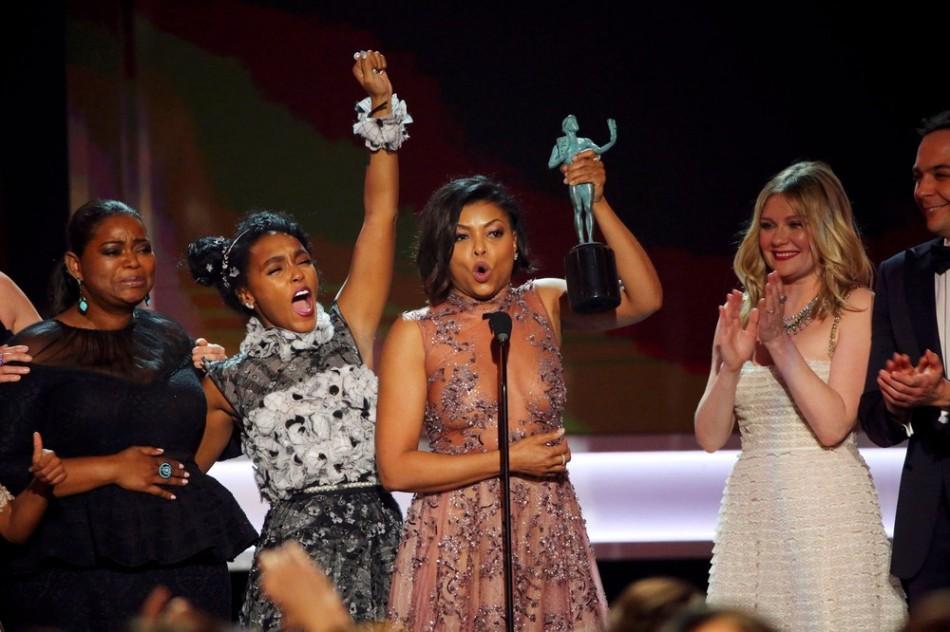 As três protagonistas de 'Estrelas além do tempo' celebram a vitória no SAG Awards 2017 - a partir da esquerda - Octavia Spender, Janelle Monae e Taraji P. Henson (Foto - Mike Blake - Re